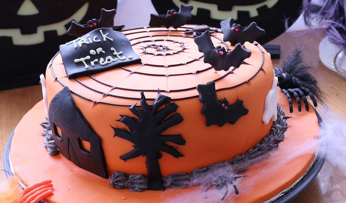 DLY Halloween Cake